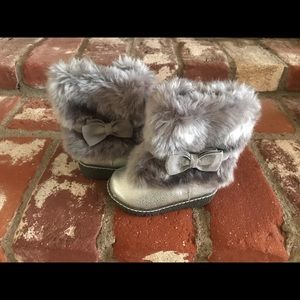 Cherokee Toddler Girl Faux Fur Silver Boots Size 5